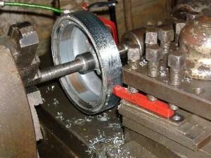Sur le tour, le diamètre peut être réduit à 142mm et l'épaisseur à 22mm sans trop de risques.